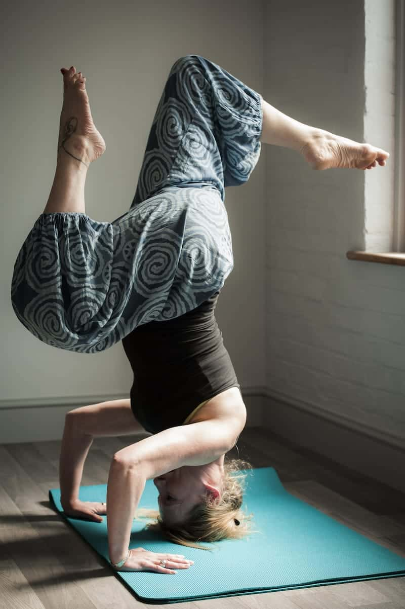 Dawn-bent-leg-headstand-from-side-RESIZED