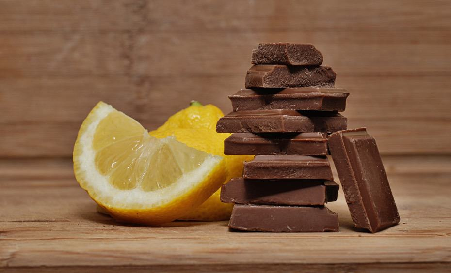 maling raw chocolate with essential oils